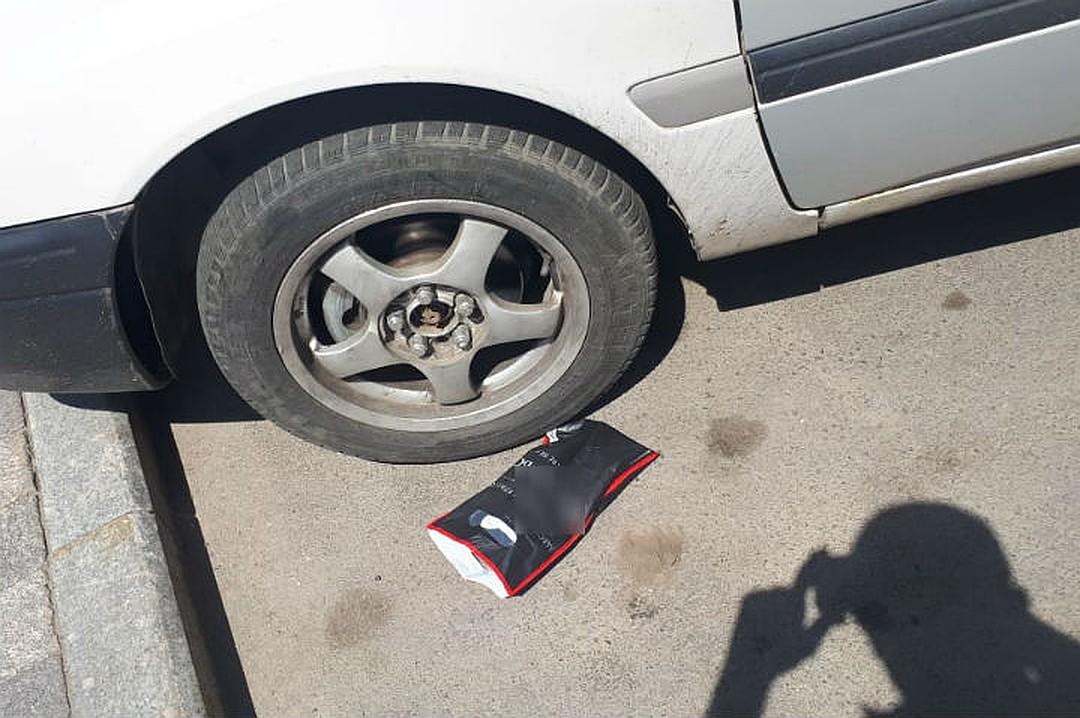 Хозяин денег и не заметил, как выронил пакетик. Фото: предоставлено Шамхалом Гезаловым