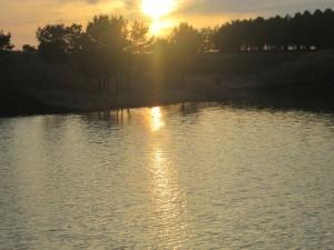 Закат над речкой. Фотограф: Энже Рамазанова