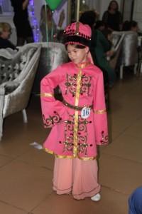 Ногайский национальный костюм, показ на фэшн-конкурсе в г.Черкесске. Фотограф: Камиля Баисова