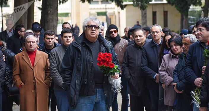 Церемония почтения памяти композитора, народного артиста Азербайджана Фикрета Амирова на Аллее почетного захоронения в Баку