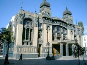 500px-Театр_оперы_и_балета_(Баку,_2008)