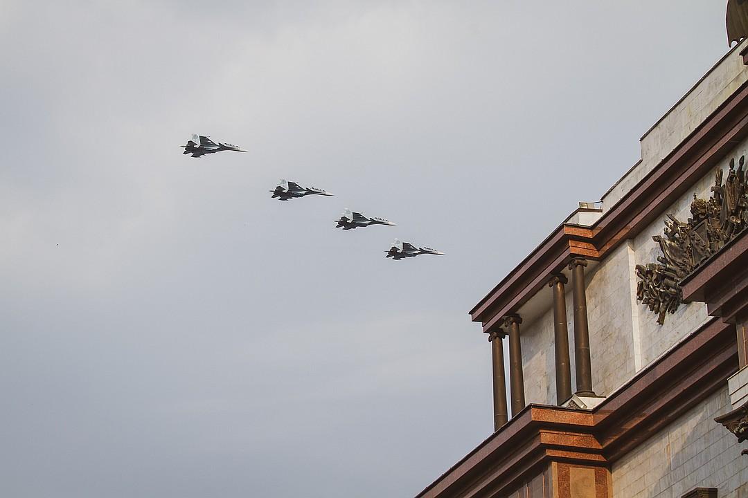 Завершила пролет авиации четверка новейших многоцелевых истребителей поколения 4++ СУ-30СМ Фото: Яна ШЕЛЕСТ