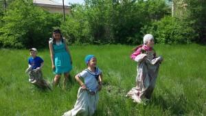 Детский сабантуй. Бег в мешках - необычные скачки. Фотограф: Ильфат Тучибаев